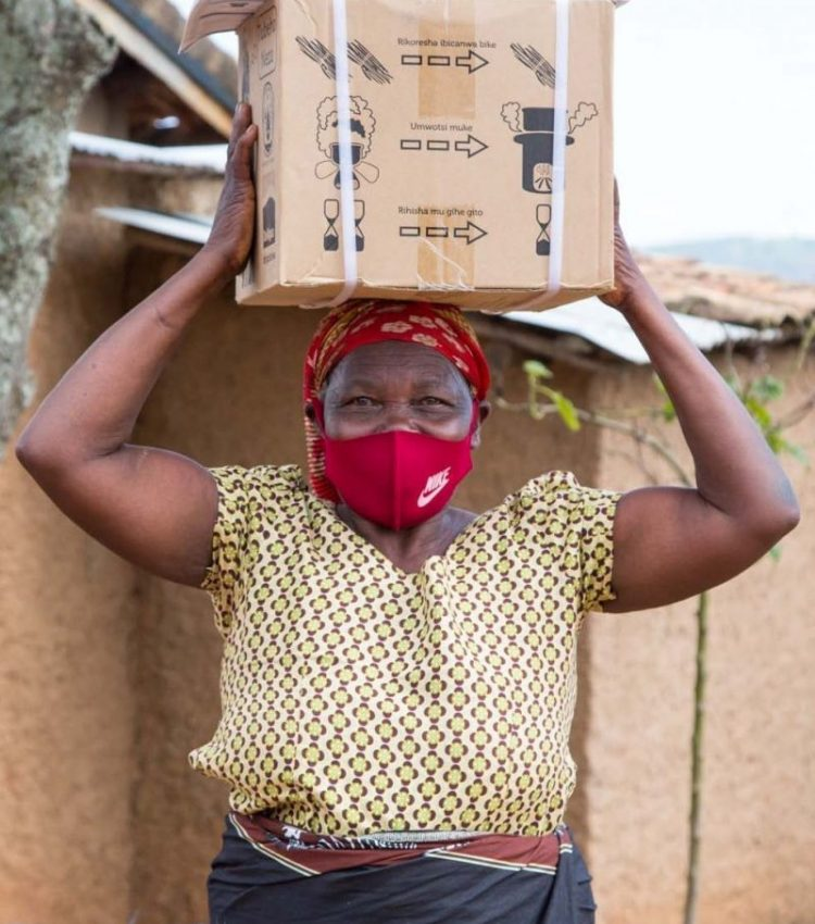 This lady has just received her DelAgua stove.